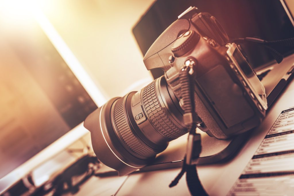 Image of camera for our ranking of best photography scholarships